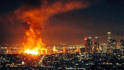 Panorámica del incendio que paralizó a Los Ángeles, desde ;a madrugada d...