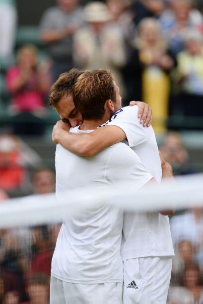 Con lágrimas en los ojos ambos tenistas se abrazaron.