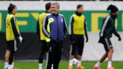 Mourinho, durante un entrenamiento de sus dirigidos.