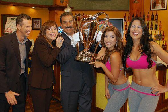 La copa de la MLS estuvo este domingo en el Bar de la República Deportiva.