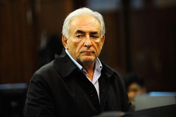 1 de julio de 2011: Los fiscales aceptan liberarlo bajo fianza pero aseg...
