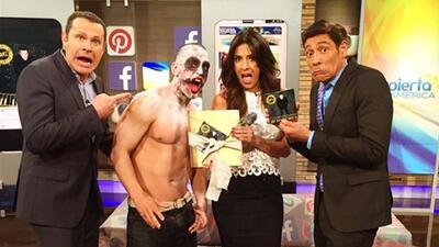 Un zombie llegó con regalos de parte de Alejandro Sanz