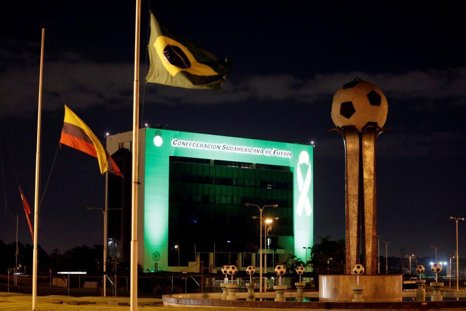La sede de la Conmebol, en Paraguay, se tiñó de verde en recuerdo del cl...