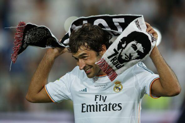 Raúl disfrutó en grande al final del partido que fue su merecido homenaje.