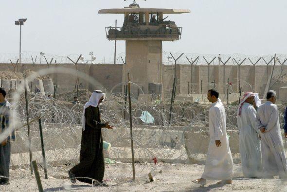 Mientras, en Irak, otra prisión atrajo la atención: Abu Ghraib. Allí fue...