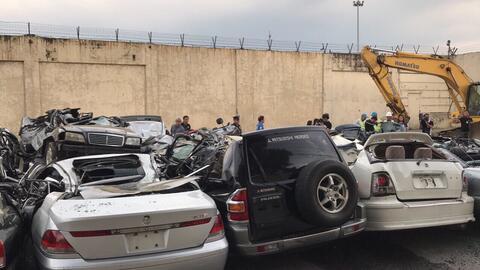 Carros destruidos en Filipinas