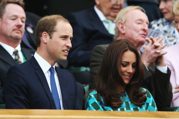 Los Duques de Cambridge fueron la sensación.  Mira aquí los videos más c...