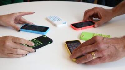 Un usuario de WhatsApp tiene en promedio 15 contactos, mientras que en F...