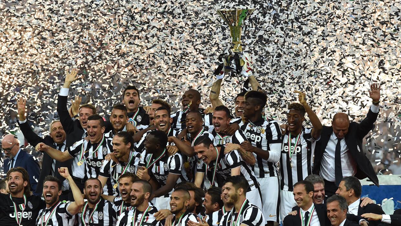 Juventus recibió el trofeo de campeón.