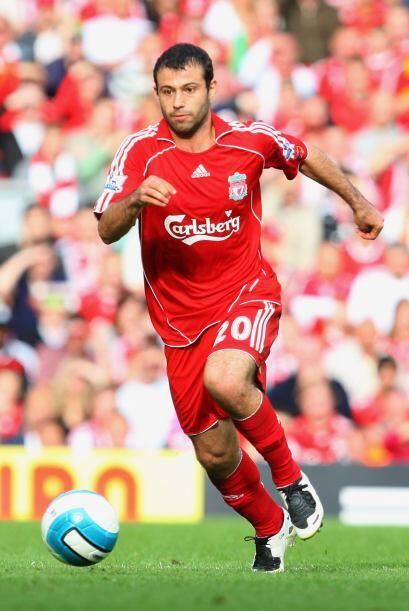 La reglamentación de la FIFA prohíbe que un futbolista participe en tres...