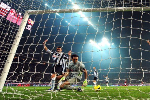 Pero el árbitro se hizo el desentendido, y el partido siguió.