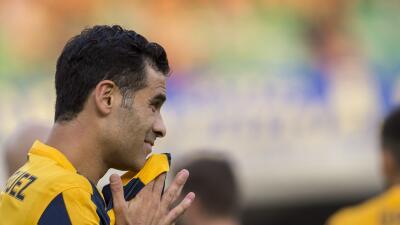 El defensor mexicano saliño lesionado en el juego del Hellas Verona ante...