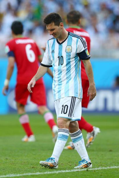 1.- Lionel Messi casi desaparecido, a pesar de llevar dos goles, el cons...