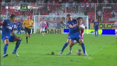 ¡Necaxa y Cruz Azul no quieren dejar en 1-0 el final del encuentro!