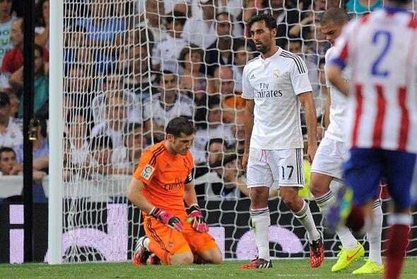 El desconsuelo de los madridistas regresó a la cancha del Bernabéu al ve...