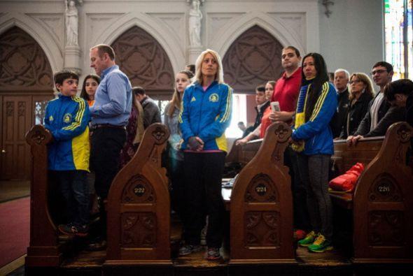 Decenas de personas asistieron al servicio religioso.
