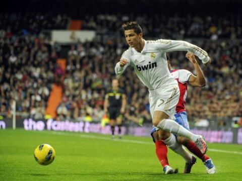 Real Madrid comenzó de manera perfecta su 2012 en la Liga, golean...