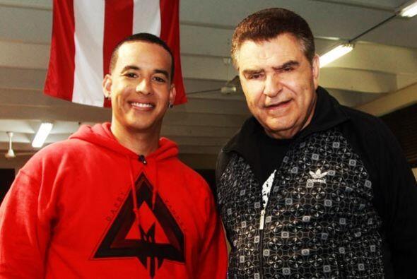 Don Francisco recibe al reggeatonero más famoso de Puerto Rico.