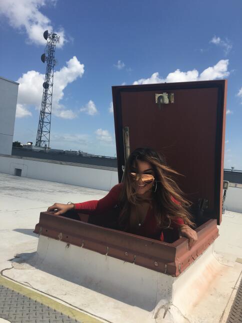 Clarissa Molina derrochó sensualidad para ver el eclipse a su regreso de...