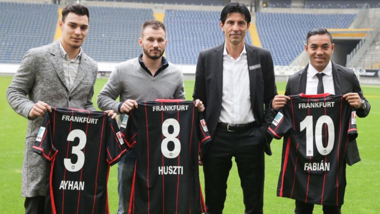 Marco Fabián fue presentado con Eintracht