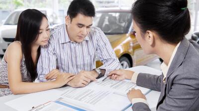 Los compradores de vehículos nuevos están dispuestos a pagar precios sup...