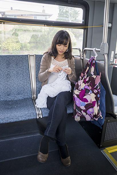Durante el trayecto a su empleo, esta joven hacía gala de todo su conoci...