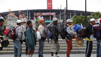 Diario de la caravana: sacan inesperadamente a los migrantes de Guadalajara en autobuses y los dejan a 90 km de su siguiente destino