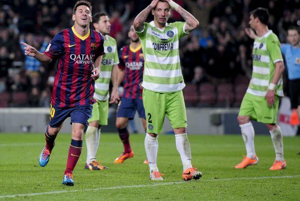 Sólo unos minutos después de entrar al campo, Lionel retomaba su idilio...