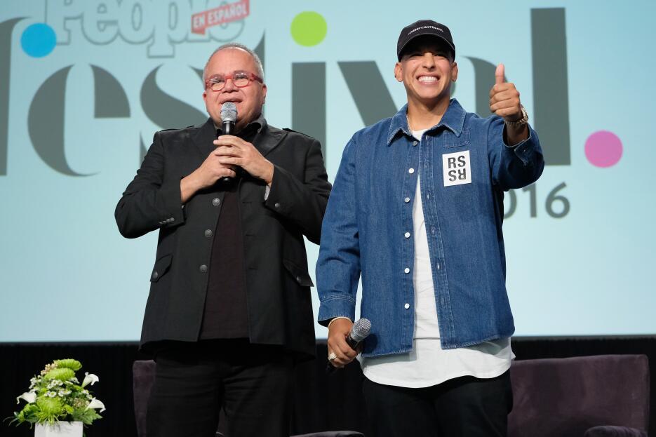 Daddy Yankee eufórico con la reacción del público, mientras Armando Corr...