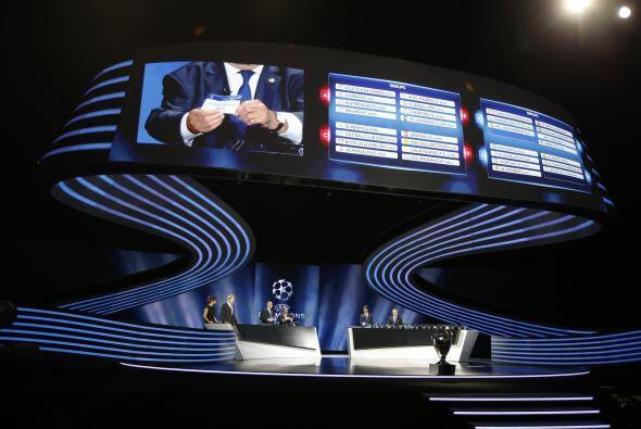 La UEFA realizó su gala anual en la que se sortearon los grupos de la Ch...