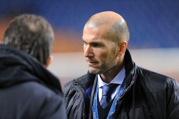 Real Madrid visitó al Ajax y Zinedine Zidane se estrenó como consejero d...