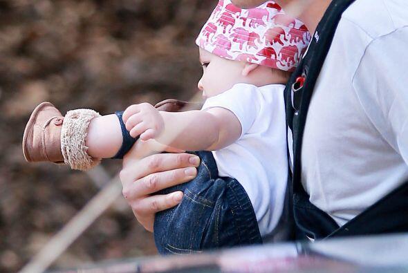 Mira a su bebita con Mila Kunis, la pequeña Wyatt Isabelle.