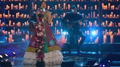Ángela Aguilar derrochó el talento que heredó de Pepe cantando 'La llorona' en honor a México