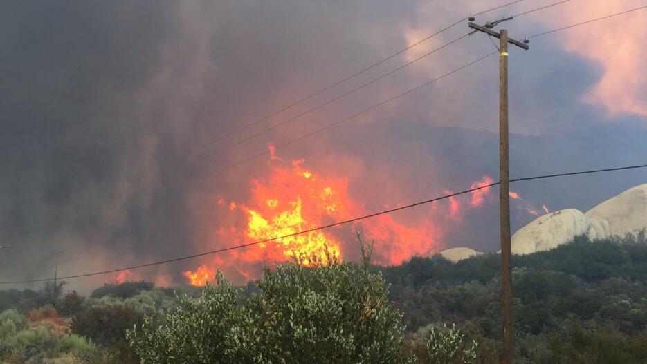 El incendio se extendió por el Bosque Nacional San Bernardino.