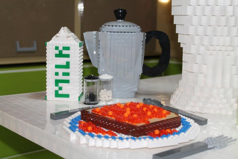 Casa móvil hecha de legos
