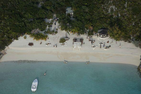 La isla es de 45 acres y le costó más de $3.6 millones de dólares a John...
