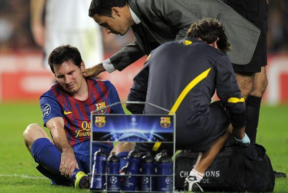 Al final del partido Messi asustó al cuerpo técnico del Barcelona. Recib...