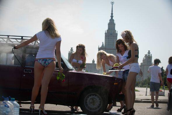 Y para hacer este 'carwash' eligieron un lugar muy particular de Moscú