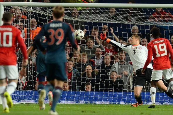 Manuel Neuer tuvo que emplearse a fondo para mantener su arco sin goles.