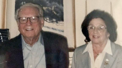 Los restos de Charles, de 100 años, y Sara Rippey, de 98, fueron...