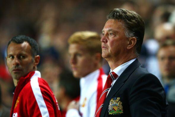 El Manchester United parece ganar mucho en ataque con Di María y Falcao....