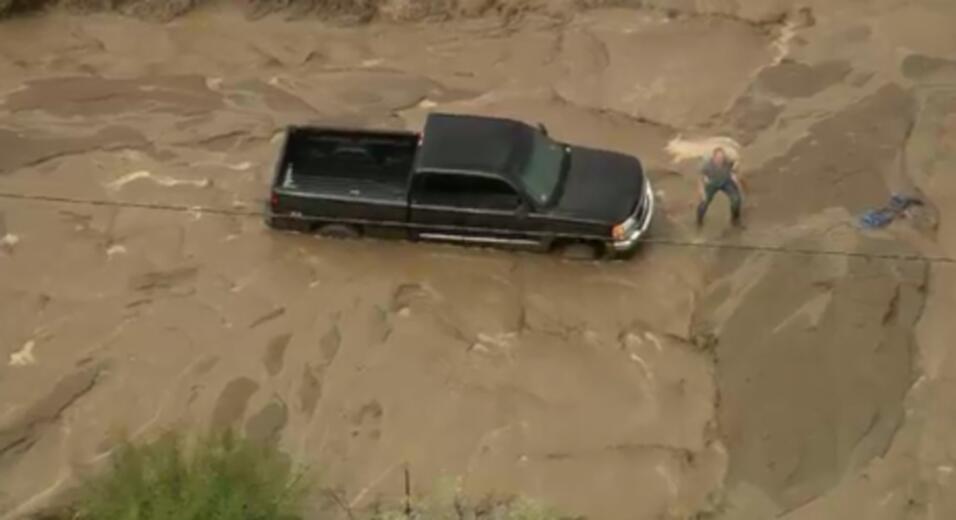 Residentes y conductores en varias zonas al norte del condado de Los Ang...