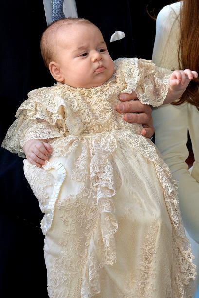 Es la segunda aparición oficial en público del pequeño George.  Mira aqu...