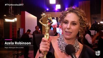 Azela Robinson dedica su premio a los inmigrantes que viven en Estados U...