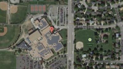 La policía cerró el jueves las instalaciones de escuela secundaria de Co...