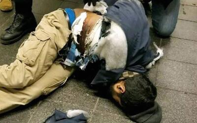 El atacante resultó herido al estallar el explosivo que llevaba p...