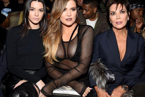 La dinastía Kardashian en primera fila. Esta vez Kendall no modeló, Khlo...