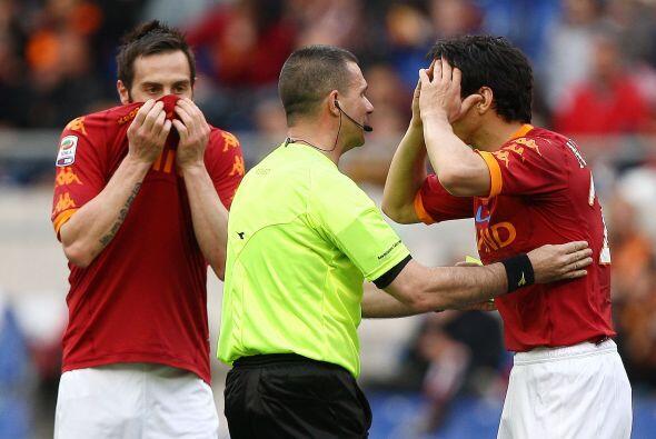 El árbitro que estuvo en Roma vs Palermo no se baño antes del partido, y...