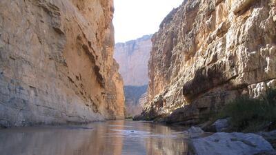 En el Cañón de Santa Elena del Parque Nacional Big Bend, el Río Bravo se...
