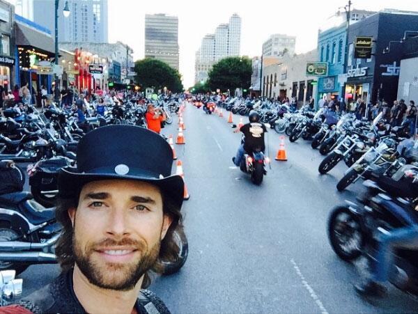 Sebastian Rulli y las motos